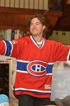 Le chandail numéro 15 de Pierre-Alexandre Parenteau s'est vendu 6000 $ à l'encan de son tournoi de golf, à Moncton, dans le but de venir en aide à l'hôpital pour enfants IWK.