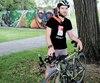 Frédéric Roy fera un Ironman pour amasser de l'argent et ainsisoutenir ceux qui ont reconstruit sa mâchoire à l'Hôpital général de Montréal. Ci-dessus, le jeune homme photographié au parc du Pélican, vendredi, dans la métropole.