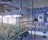 L'entrepôt de culture de pot de cette organisation, à Mirabel, comptait cinqserres et une salle de séchage, toutes protégées par un dispositif de verrouillage magnétique et alimentées par de l'électricité détournée des compteurs d'Hydro-Québec.