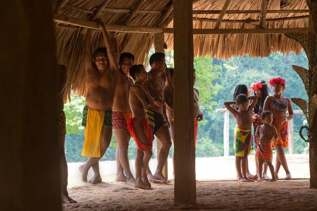 L'excursion chez les Emberá se poursuit.