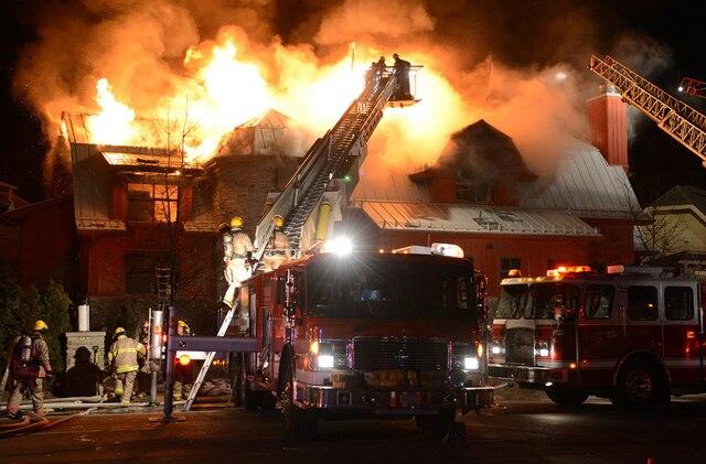 un violent incendie cause une entrave majeure la circulation jdm. Black Bedroom Furniture Sets. Home Design Ideas
