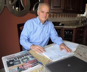 Antonio Di Cola voit ses factures d'électricité augmenter en flèche depuis qu'Hydro-Québec a installé chez lui un nouveau compteur. Il s'apprête à payer plus de 700$ pour la période d'octobre à décembre 2014, soit 200$ de plus qu'à la même période en 2013. Il estime pourtant avoir consommé moins en 2014 qu'en 2013 puisqu'il était absent de chez lui pendant trois semaines.