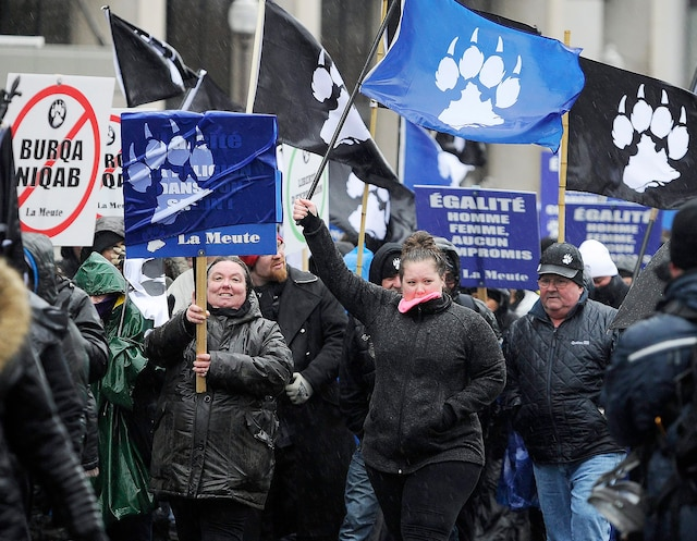 Le rassemblement de Storm Alliance et de La Meute, groupes issus de la droite identitaire, a réuni quelques centaines de personnes au parc de l'Amérique française.