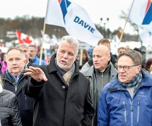 Le premier ministre du Québec, Philippe Couillard, et le maire de Lévis, Gilles Lehouillier, étaient notamment de cette marche.