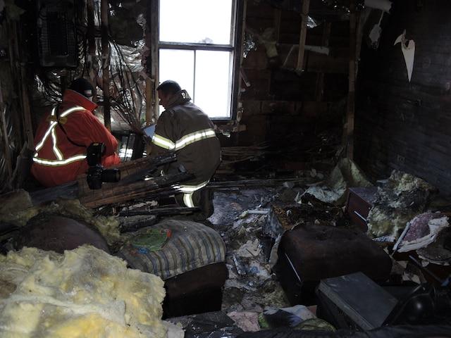 Les pompiers ont combattu l'incendie de ce duplex de la rue Bouthiller.