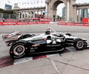 Le bolide de Simon Pagenaud a roulé à plein régime à la troisième séance de Toronto, samedi. En mortaise, le pilote a manifesté sa joie.