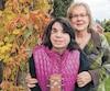 La directrice d'un organisme de prévention du syndrome de l'alcoolisation fœtale, Louise-Loubier Morin, est également mère adoptive de Stéfanie, une jeune femme de 28 ans atteinte du trouble du spectre de l'alcoolisation fœtale.