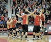 Les joueurs du Rouge et Or crient victoire à l'issue du match de la médaille de bronze dimanche après-midi au PEPS.
