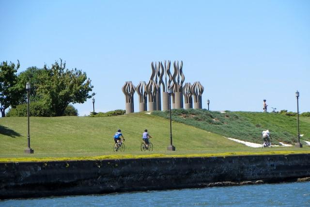 Vélos et sculptures font bon ménage dans le Parc René Lévesque, à Lachine