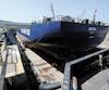 Huit cents employés ont été mis à pied au chantier maritime Davie à Lévis à la fin2017, dans la foulée de la conclusion du contrat pour le navire ravitailleur Asterix, nouvelle fierté de la Marine royale canadienne. Sur la photo, l'Asterix au chantier Davie en mai 2016.