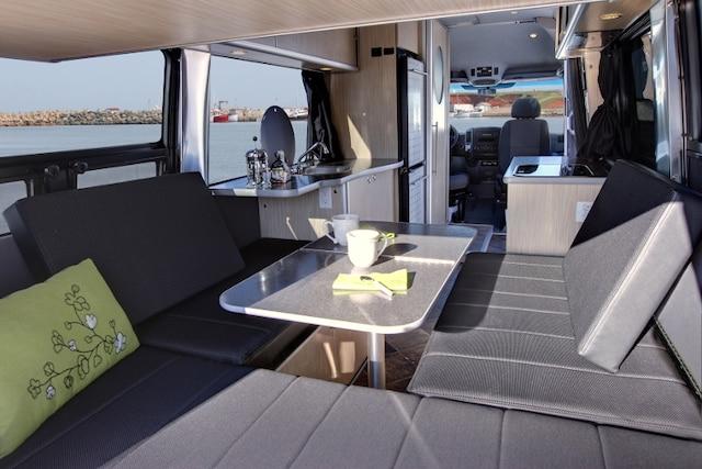en route pour l aventure le journal de montr al. Black Bedroom Furniture Sets. Home Design Ideas