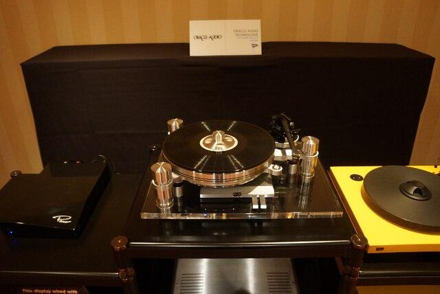 La magnifique platine Oracle Delphi. Ce modèle, avec le bras, est commercialisé à un prix de 22 000$