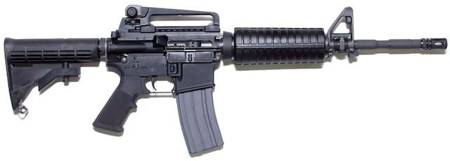 Ce sont des armes à utilisation restreinte, comme celle qui apparaît ci-dessus, que les policiers ont découvert en arrêtant John Armand Milian Vera, Jonathan Villarroel et Giancarlo Cabrejo, lundi dernier, sur la rive sud de Montréal.