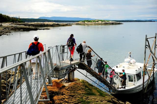 On quitte Rivière-du-Loup en bateau en direction du phare.