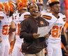 Hue Jackson, qui montre un dossier de 1-23 depuis qu'il a été nommé entraîneur-chef de l'équipe, pourrait bien devenir la prochaine victime du couperet chez les Browns.
