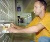 Danny Bouchard-Asselin a reçu une quarantaine de lettres d'étudiants le remerciant pour les témoignages qu'il a livrés depuis le pénitencier. Cette photo avait été prise au pénitencier de Donnacona en 2004, dans le cadre d'un reportage sur l'organisme bénévole Co-Vi.