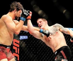 Marc-André Barriault (à droite) a dû s'avouer vaincu à son premier combat en UFC face au combattant américain Andrew Sanchez.