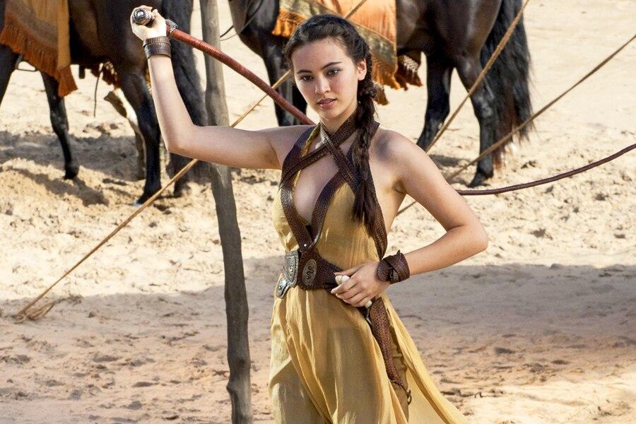 La jeune femme, que l'on a également vue dans la série Game of Thrones, a récemment participé au drame de Sofia Coppola On the Rocks et à la série Gods & Heroes.