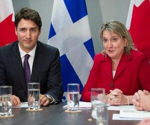 Le premier ministre canadien, Justin Trudeau, et la vice-présidente de la Fédération canadienne de l'entreprise indépendante (FCEI), Martine Hébert.