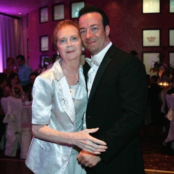 Luc Poirier avec sa mère, décédée en 2010.