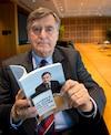 Les jeunes doivent s'atteler à la relance de la société québécoise, insiste l'ancien premier ministre Lucien Bouchard, qui s'inquiète de la perte de confiance envers les élus.