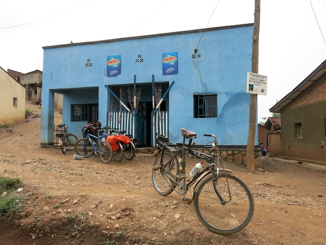 Un des restaurants le long de la piste Congo Nile Trail.