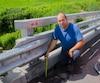 Simon Courtemanche, un agriculteur qui utilise le pont chaque jour, estime que le Ministère aurait dû démolir le pont et le refaire à neuf lorsque les premiers problèmes sont apparus lors de sa reconstruction en 2014.