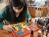 Geneviève P.M. Roy a choisi le médium du vernis à ongles pour peindre ses toiles!