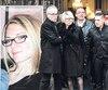 Le suspect Jonathann Daval (à droite), en compagnie des parents de sa conjointe assassinée, Alexia Daval (à gauche), à l'occasion des funérailles de celle-ci en novembre 2017. Après avoir joué la comédie pendant des mois, Daval a été arrêté cette semaine. Il a avoué avoir tué sa conjointe «par accident» lors d'une chicane, mais nie avoirbrûléle corps.