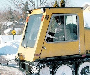 Sans expérience ni formation, notre collaborateur s'est fait embaucher comme conducteur de chenillette pour nettoyer les trottoirs de Montréal.