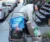 En mai, Michel Lépine arpentait le Village gai afin de ramasser des contenants consignés lui permettant de mieux manger.