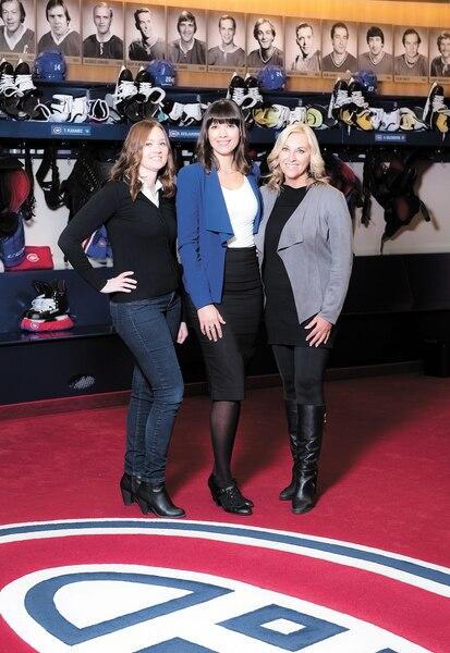 Elle est loin l'époque où les femmes reporters n'avaient pas accès au vestiaire du Canadien. Les temps ont bien changé. Aujourd'hui, on retrouve (de droite à gauche) ce trio composé de la doyenne, Chantal Machabée, de RDS; d'Élizabeth Rancourt, de TVA Sports; et de Jessica Rusnak, de CBC.