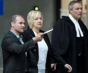 Le procès de la policière Isabelle Morin, accusée de conduite dangereuse ayant causé la mort du motocycliste Jessy Drolet il y a un peu moins de trois ans sur l'autoroute Laurentienne, s'est ouvert lundi.