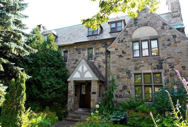 Facade de la maison des parents de Eugénie Bouchard. 68 rue Forden, à Westmount.