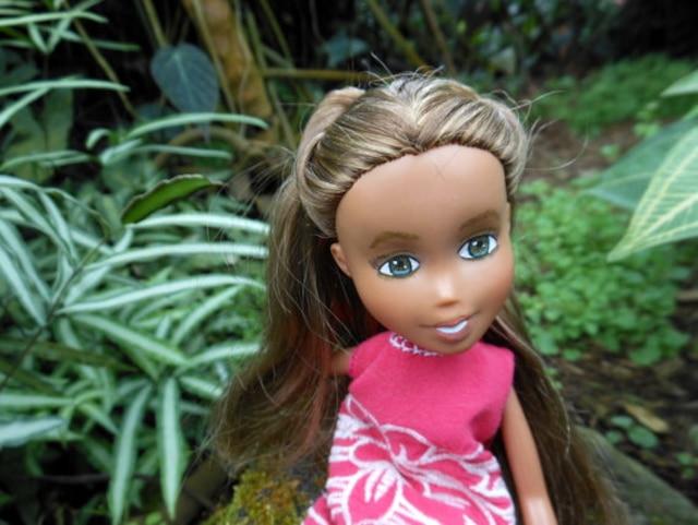 Une Beloeilloise, Lizette Flores, modifie des vieilles poupées pour les rendre moins sexy. Une poupée qui a été modifiée.