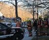 L'incendie a pris naissance dans l'entretoit d'un édifice résidentiel de trois étages, vers 6h30. Six logements, hébergeant chacun une famille, ont été évacués.