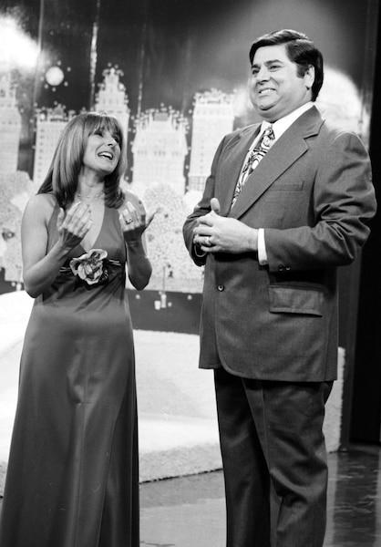 Réal Giguère avec Dominique Michel dans Altitude 755, pour une émission spéciale de Fidèles au poste à TVA.
