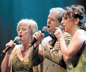 Claudette, Daniel et Ghislaine Dion en spectacle au Corona. La musique a toujours fait partie de leur vie.