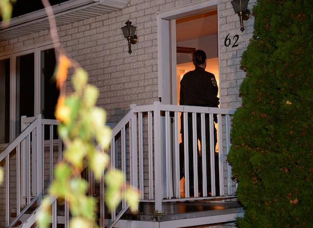 Les policiers ont effectué une perquisition chez les parents de Martin Couture-Rouleau hier soir à Saint-Jean-sur-Richelieu.