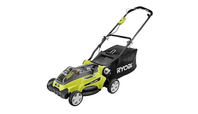 La tondeuse modèle nºRY40112, qui ne pèse que 40 lbs, est livrée avec deux batteries pour assurer une autonomie suffisante à la tonte de petits terrains.