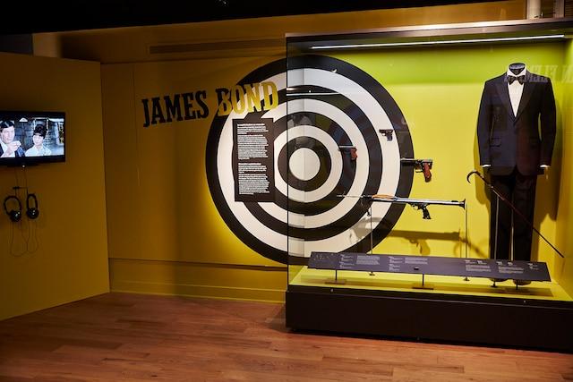 Les armes et accessoires de l'agent 007, le célèbre James Bond.