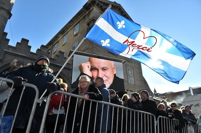 Ambiance sur le site à l'heure du dîner en attendant l'arrivée des invités lors des funérailles de René Angelil, célébrées ce vendredi après-midi 22 janvier 2016, à la Basilique Notre-Dame, à Montréal.JOËL LEMAY/AGENCE QMI