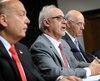 M. Leitao accompagné du ministre des Transports, Jacques Daoust, et de son prédécesseur, Robert Poëti.
