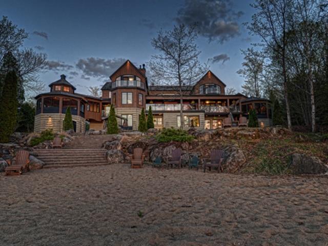 La résidence, située au 6021, route du Fossambault, à Fossambault-sur-le-Lac.