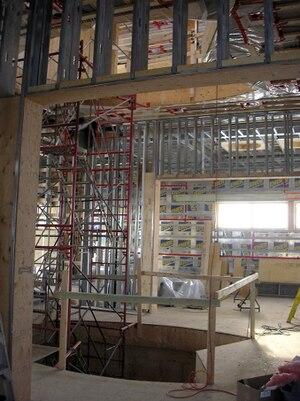 Le chantier de la maison du directeur Yanai Elbaz en 2006. Toutes les divisions ont été faites avec des poutrelles en métal, dont une partie provient du CUSM.