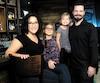 Stéphanie Gemme et Benoît Marcotte avec leurs filles Lara, 7ans, et Alexia, 3ans. Ils possèdent un restaurant gastronomique, un resto-pub et un comptoir alimentaire, tous situés dans le quartier industriel deVarennes, un choix qui s'est avéré être le bon.