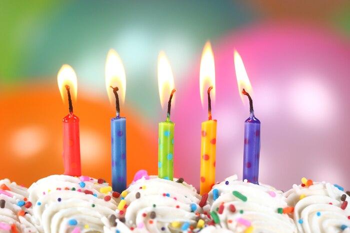 Bloc fête enfant bougies chandelles gâteau