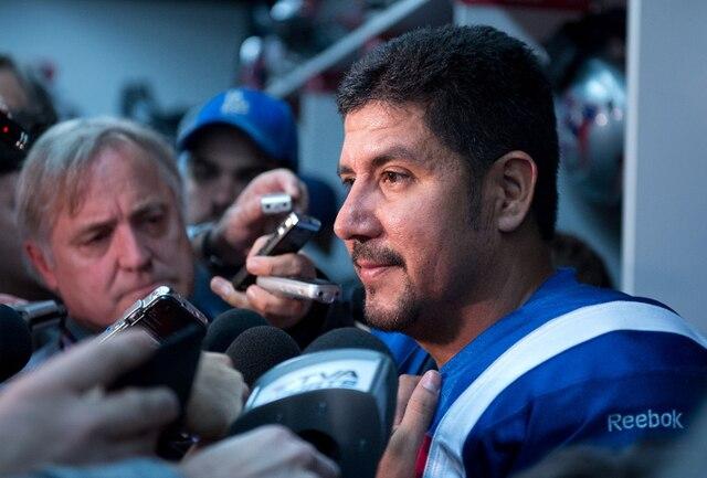 Anthony Calvillo s'entretient avec les médias après la défaite des siens.