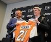 Alain Vigneault s'est adressé à la presse de Philadelphie en compagnie du directeur général des Flyers, Chuck Fletcher.