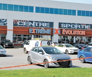 John McKenzie, un prêteur usuraire lié au gang de l'Ouest,a été atteint par balles alors qu'il était dans le stationnement du centre sportif Extrême Évolution de Laval mardi en fin d'après-midi.